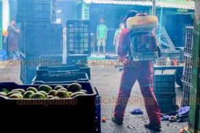 Veracruz, Ver., 6 de junio 2020.- Trabajadores del mercado Malibrán lamentan el fallecimiento de Bernando Sánchez, administrador del lugar. Se rumora que presuntamente murió de Coronavirus por lo que mantienen medidas de salud. El Alcalde del municipio confirmó su muerte pero no las causas.