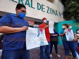 Veracruz, Ver., 2 de julio d2 2020.- Personal médico del Hospital General de Zona 71 del IMSS demandó el pago completo del bono por enfrentar la pandemia. Afirma que ese dinero lo usa para comprar insumos que el Instituto no otorga.