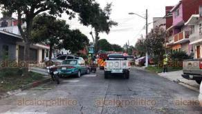 Xalapa, Ver., 2 de julio de 2020.- Una vivienda ubicada en la calle Niños Héroes de la colonia Laureles se incendió la tarde de este jueves, movilizando a personal de Protección Civil y Bomberos para apagar las llamas.