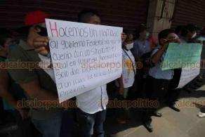 Veracruz, Ver., 3 de julio de 2020.- Exempleados del Café La Merced exigieron al dueño hacerse responsable de deudas patronales que tiene con ellos. Era otra de las cafeterías emblemáticas del Puerto.