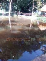 Tezonapa, Ver., 3 de julio de 2020.- Pobladores aseguraron que los desechos ya acabaron con los peces del río y los efectos tóxicos durarán al menos todo el año.
