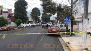 Xalapa, Ver., 4 de julio de 2020.- Una adulta mayor falleció por paro respiratorio dentro de taxi cuando se dirigía a consulta médica a clínica particular de la avenida Miguel Alemán.