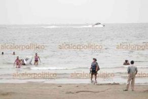 Veracruz, Ver., 5 de julio de 2020.- Con casi 600 nuevos casos de COVID-19 y 54 muertos, además de haber regresado al semáforo rojo, las playas de la conurbación lucieron con gran cantidad de turistas y yates navegando rumbo a las islas Verde, Sacrificios y Cancuncito.