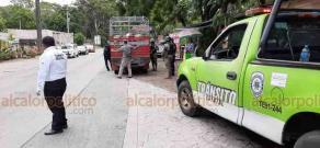 Coatepec, Ver., 5 de julio de 2020.- El Ayuntamiento de Coatepec instaló filtros sanitarios en el bulevar Coatepec y a la entrada a Zimpizahua para vigilar el uso obligatorio del cubrebocas, sanitizar vehículos y revisar medidas sanitarias en el transporte público.
