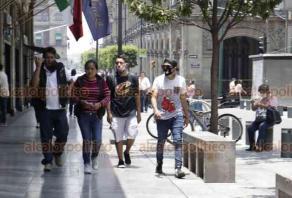 Ciudad de México, 5 de julio de 2020.- En la zona de la Alameda Central, Bellas Artes y el Zócalo aumentó considerablemente la afluencia de personas tras la apertura de algunos negocios y espacios públicos. El Gobierno capitalino urge a cumplir con las medidas sanitarias.