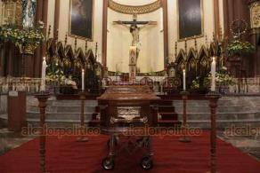 Xalapa, Ver., 5 de julio de 2020.- La Catedral recibió el cuerpo del padre Vicente Condado, quien fuera párroco en este templo y en la Basílica Menor de Guadalupe. Sus restos serán velados desde esta tarde-noche y este lunes el arzobispo Hipólito Reyes Larios oficiará una misa a las 12 horas.