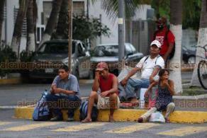 Veracruz, Ver., 7 de julio de 2020.- Afuera del Hospital Regional, donde hay un gran número de internados por COVID-19, un numeroso grupo de creyentes cristianos realizó una misa, sin usar cubrebocas ni guardar la sana distancia.