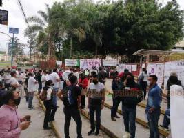 Xalapa, Ver., 8 de julio de 2020.- Docentes del USMEV se manifiestan este miércoles ante la SEV para protestar por exclusión de representantes sindicales en el proceso de cambio de centros de trabajo de profesores.
