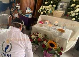 """Coatzacoalcos, Ver., 8 de julio de 2020.- Dulce María Andrade por fin recibió las cenizas de Ángel """"N"""", quien murió de COVID-19. El IMSS había entregado su cuerpo a otra familia por error."""