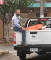 Córdoba, Ver. 8 de julio de 2020.- Personal de la Dirección de Comercio del Ayuntamiento despojó de mercancía y una carreta a vendedores de fruta en la avenida 10 entre las calles 15 y 17, usuario de Facebook registró el hecho.