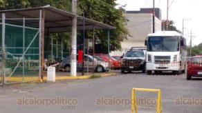 Coatepec, Ver., 8 de julio de 2020.- Una manifestación de habitantes de Chicontepec movilizó a elementos de la Secretaría de Seguridad Pública (SSP) afuera de los juzgados de Pacho Viejo. En el lugar los policías y pobladores acordaron que su protesta sería pacífica.