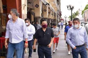 Córdoba, Ver., 8 de julio de 2020.- El presidente de Mesa Directiva del Congreso, junto con el representante de la JUCOPO, Javier Gómez Cazarín y el legislador local, Víctor Vargas Barrientos, arribaron al municipio para supervisar obras federales y estatales.