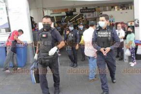 Xalapa, Ver., 9 de julio de 2020.- Paramédicos del Grupo Panteras de la Secretaría de Seguridad Pública llegaron a conocido supermercado del centro donde atendieron a empleada que al parecer sufrió crisis nerviosa.