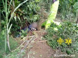 Fortín, Ver., 9 de julio de 2020.- Un deportista de parapente, de 34 años, de origen Italiano, fue rescatado de morir, luego de caer de una altura de unos 8 metros, en el Cerro de las Antenas, en la comunidad Coapichapa.