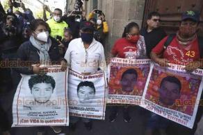 Ciudad de México, 10 de julio de 2020.- Los padres de Christian Alfonso Rodríguez Telumbre —normalista de Ayotzinapa cuyos restos fueron recientemente identificados— acudieron a la reunión con el presidente Andrés Manuel López Obrador, en Palacio Nacional.