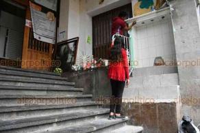 """Xalapa, Ver, 11 de julio de 2020.- Locatarios del Mercado """"San José"""" rehabilitan el altar dedicado a la Virgen de Guadalupe, el cual fue incendiado el 20 de junio por desconocidos."""