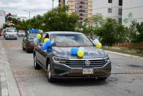 Emiliano Zapata, Ver., 11 de julio de 2020.- Alumnos egresados de diferentes colegios continúan festejando su graduación con caravanas de vehículos adornados para la ocasión.