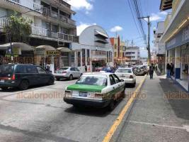Xalapa, Ver., 12 de julio de 2020.- Con la nueva reapertura de comercios se puede observar nuevamente la aglomeración de personas en el centro de la capital, pese a que el número de contagios por COVID-19 sigue aumentando.