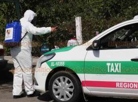 """Xalapa, Ver., 15 de julio de 2020.- Campaña de sanitización de taxis de la Capital se realizó junto al Panteón Xalapeño. Fue a través de la organización """"Por un Xalapa Sano"""", en apoyo al combate a la pandemia."""