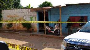 Acayucan, Ver., 2 de agosto de 2020.- Un hombre fue asesinado dentro de su domicilio en la calle México de la colonia Los Taxistas. En 2017, en este mismo lugar, fueron privadas de la vida tres personas.