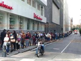 Ciudad de México, 3 de agosto de 2020.- Con la reapertura de Juzgados, este lunes se observaron largas filas con cientos de usuarios que acuden a trámites y procedimientos al aplicarse medidas sanitarias para minimizar riesgos de contagio por COVID-19.