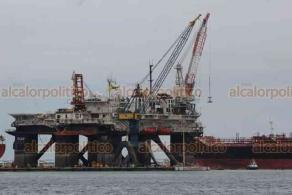 Veracruz, Ver., 3 de agosto de 2020.- Este fin de semana arribó a la zona de astilleros la plataforma semisumergible IOLAIR, construida en 1982. Recibirá mantenimiento para seguir con su labor de dar servicio a plataformas petroleras en el Mar del Norte.