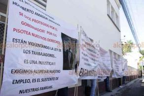 Xalapa, Ver., 6 de agosto de 2020.- Exinspectores de ganadería se manifestaron en las instalaciones de la SEDARPA tras ser despedidos el pasado viernes por teléfono por una persona que no se identificó, demandan ser reinstalados.