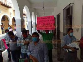 Veracruz ver., 6 de agosto de 2020.- Grupo de motociclistas pertenecientes al movimiento anti retenes fueron al Palacio Municipal a manifestarse en contra de los cobros del arrastre de sus unidades, pues se los llevan al corralón y les sale excesivo ese gasto.