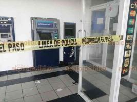 Veracruz, Ver., 7 de agosto de 2020.- La madrugada de este viernes, fue hurtado un cajero automático de Banamex sobre la avenida Circunvalación; el área fue acordonada por policías navales, quienes revisarán las cámaras de seguridad.