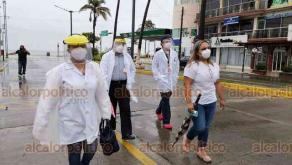 Veracruz, Ver., 9 de agosto de 2020.- Esta mañana, cuatro médicos se manifestaron para exigir un alto a las agresiones por parte de autoridades y ciudadanos en contra de este sector que han ocurrido desde que inició la pandemia; aseguran ser el sector más vulnerable y desprotegido.