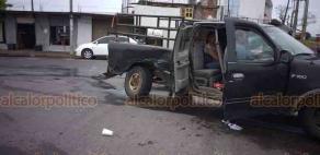 Veracruz, Ver., 9 de agosto de 2020.- En la carretera federal Veracruz-Xalapa, a la altura de la desviación hacia el entronque a la zona conocida como Oluta, se registró un percance entre un taxi y una camioneta.