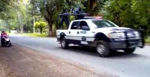 Acultzingo, Ver., 9 de agosto de 2020.- Por redes fueron difundidos videos e imágenes de patrullas movilizándose en esta región luego de que se reportaran a hombres armados que dicen ser autodefensas recorriendo la zona.