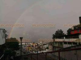 Xalapa, Ver., 9 de agosto de 2020.- Un arcoíris se pudo apreciar este domingo sobre la capital del Estado.