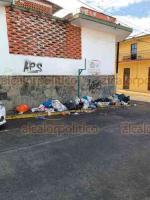 Este fin de semana no pasó el camión de la basura en las calles Guerrero, Betancourt y Azueta en el centro de Xalapa, por lo que les solicitamos que por medio de estas fotos informen a quien corresponda. Gracias