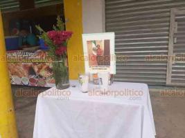 Moloacán, Ver., 10 de agosto de 2020.- Entre aplausos, Victoria Rasgado Pérez, alcaldesa de Moloacán que falleció por COVID-19, fue despedida este lunes por la mañana por habitantes, funcionarios y personal del Municipio.