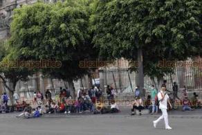 Ciudad de México, 10 de agosto de 2020.- En el Zócalo, cientos de docentes de la CNTE instalaron su campamento para exigir al Gobierno Federal el cumplimiento de sus demandas. Comparten el lugar con comerciantes indígenas.