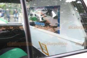 """Xalapa, Ver., 11 de agosto de 2020.- 26 taxis de la Capital fueron apoyados por el Ayuntamiento para reforzar las medidas de protección contra el Coronavirus. """"Necesitamos ese tipo de compromisos"""", dijo el alcalde Hipólito Rodríguez."""