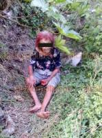 Veracruz, Ver., 11 de agosto de 2020.- Una anciana quien dijo llamarse Elvia Valdés Marrugo, de 88 años, fue aparentemente abandonada a un costado del exbasurero municipal. Relató que su hijo fue quien la habría ido a dejar al lugar. Al sitio llegaron Bomberos, policías y paramédicos de la Cruz Roja quienes la trasladaron a las instalaciones para ser tratada.