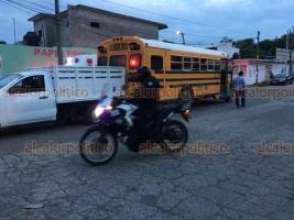 Veracruz, Ver., 12 de agosto de 2020.- Autobús se queda sin frenos y causa choque múltiple en la avenida Dos Bahías, esquina con Río Medio, en la colonia Lombardo Toledano.