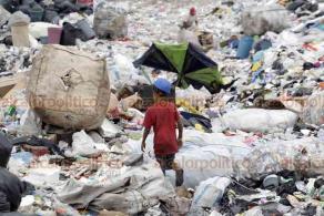 Nezahualcóyotl, EDOMEX, 13 de agosto de 2020.- Alrededor de 500 trabajadores de la Unión de Recolectores de Basura y No Asalariados del relleno sanitario Neza III se ven afectados por los bajos precios de materiales reciclables. Este gremio hasta ahora no reportan casos de COVID-19.