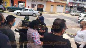 Banderilla, Ver., 15 de agosto de 2020.- Vecinos de la privada Bravo, del fraccionamiento Arboledas, se manifiestan en contra de construcción en área verde. Piden audiencia con el Alcalde.