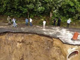 Ixtaczoquitlán, Ver., 17 de septiembr1e de 2020.-La Secretaría de Protección Civil y del municipio evalúan los daños causados por deslaves en las carreteras Cumbre de Tuxpango-Campo Chico, así como Ixtaczoquitlán - Zoquitlán Viejo.