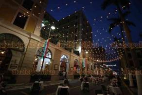 Veracruz, Ver., 18 de septiembre de 2020.- Aunque la avenida Independencia se cerró parcialmente al tráfico vehicular para realizar eventos culturales, los espacios públicos, locales, así como restaurantes de dicha vía registran poca afluencia de personas y clientes.