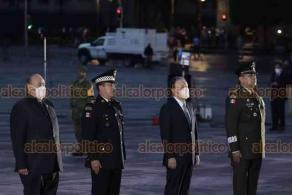 Ciudad de México, 19 de septiembre de 2020.- En el Zócalo, el presidente Andrés Manuel López Obrador presidió la ceremonia conmemorativa por las víctimas de los sismos de 1985 y de 2017. Izó la bandera a media asta en su honor.