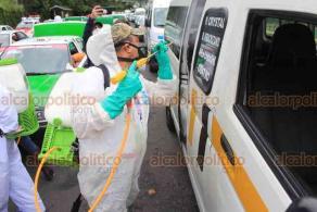 Xalapa, Ver., 19 de septiembre de 2020.- El secretario de Seguridad Pública, Hugo Gutiérrez Maldonado, y el director de Transporte, Ángel Alarcón Palmeros, supervisaron la jornada de desinfección de taxis y autobuses de pasajeros que se lleva a cabo este sábado en el Circuito Presidentes.
