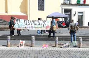 Xalapa, Ver., 20 de enero de 2020.- Integrantes del Congreso Nacional Indígena Región Totonacapan y la Red de Resistencia y Rebeldía de Xalapa, se manifiestan en Plaza Lerdo para impulsar la segunda acción global contra la guerra al EZLN, pueblos y vida.