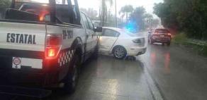 Coatepec, Ver., 20 de septiembre de 2020.- Otro choque múltiple de cuatro vehículos, ahora involucrando una patrulla de la Policía Estatal, se registró esta tarde en la carretera Xalapa-Coatepec, a la altura del Hotel Bambú.