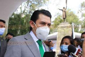 Xalapa, Ver., 21 de septiembre de 2020.- Carlos Marcelo Ruiz Sánchez, secretario general del Comité Ejecutivo Estatal del Partido Verde, acompañado por militantes, presidió la Guardia de Honor ante la figura de Miguel Hidalgo.