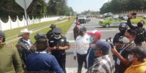 Perote, Ver., 21 de septiembre de 2020.- Dirección de Tránsito y Seguridad Vial informó que a las 14:50 horas se levantó el bloqueo que manifestantes hicieron esta mañana en la carretera federal Xalapa-Perote, a la altura del Batallón de Infantería número 111.