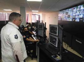 Cosoleacaque, Ver., 22 de septiembre de 2020.- Como parte del compromiso por reforzar los mecanismos de seguridad y prevención del delito, el secretario de Seguridad Pública, Hugo Gutiérrez Maldonado, visitó la sede del C4.
